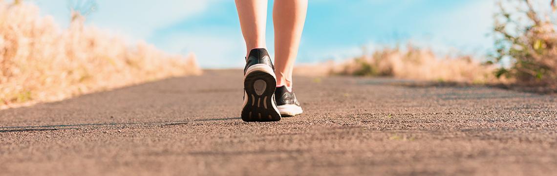 Marche à pieds-Activités physiques douces-Bien être-Naturopathie.