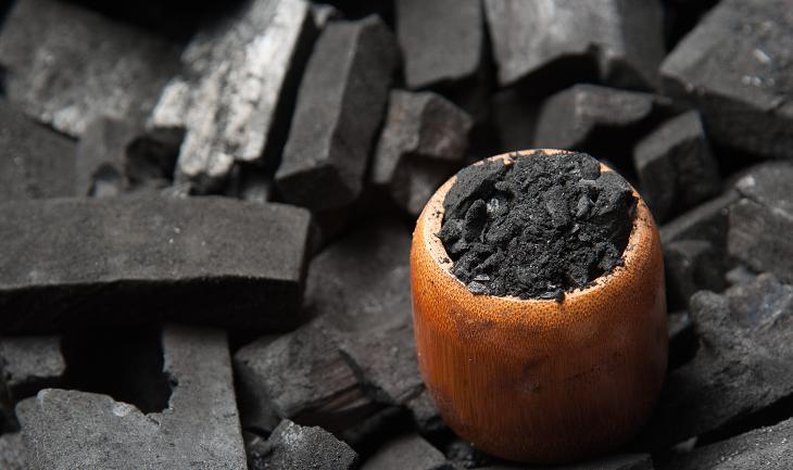 Le charbon végétal actif est le meilleur ami de votre ventre, naturopathie